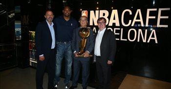 Abierto el pionero NBA Café Barcelona con Robert Horry como anfitrión