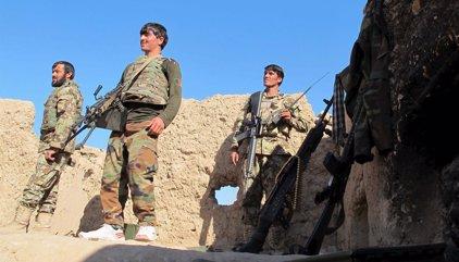 Dos soldados afganos matan a 12 compañeros mientras dormían en Kunduz