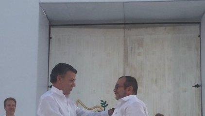Govern i FARC segellen l'acord de pau de Colòmbia