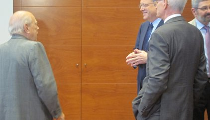 Jordi Pujol assisteix a una conferència de Ximo Puig a Barcelona i conversen uns minuts