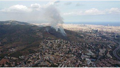 Successos.- Extingit l'incendi a Collserola després de cremar 10 hectàrees