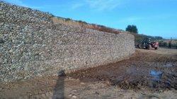 Construeixen una presa al costat de l'Aeroport d'Alguaire per evitar inundacions de finques (GENCAT)