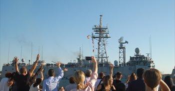 La fragata 'Reina Sofía' llega a Rota tras colaborar en el rescate de...