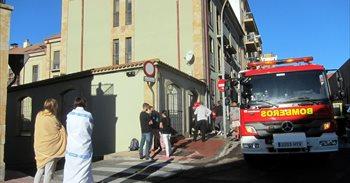 Evacuado un edificio en Salamanca por el incendio en el interior de una...