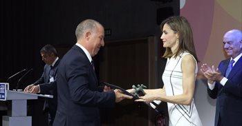 La Reina Letizia entrega los premios Acción Magistral 2016 a las...