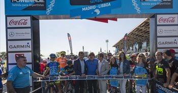 Más de 800 ciclistas afrontan desde este viernes la Powerade Non Stop...