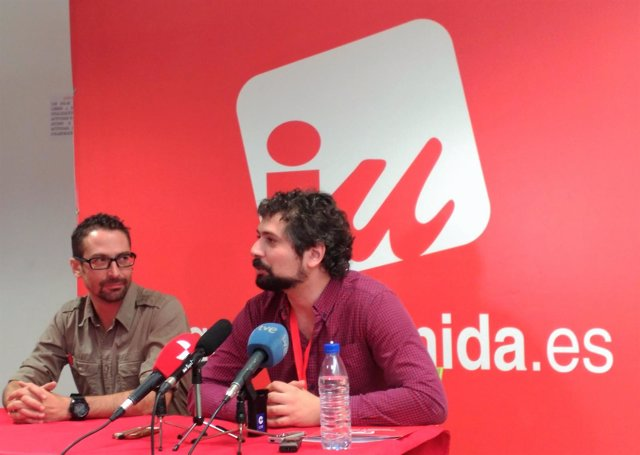 A la derecha, José Sarrión, coordinador IUCyL