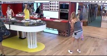 """VIDEO: El tortazo de Bea """"chonija"""" a Montse en Gran Hermano 17"""
