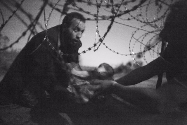 Fotografía ganadora de World Press Photo 2016, de Warren Richardson