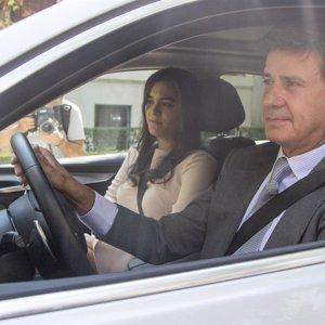 Cayetano Martínez de Irujo presenta a su novia en la boda de su sobrino Luis