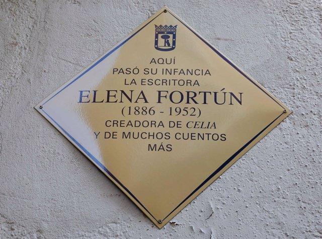 Placa homenaje a Elena Fortún