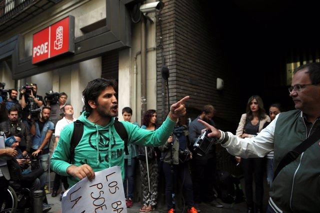 Alrededores de la sede del PSOE durante el Comité Federal