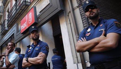 Les dues faccions del PSOE no es posen d'acord en què votar, com fer-ho o qui pot
