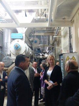 La consejera de Economía en su visita a la empresa.