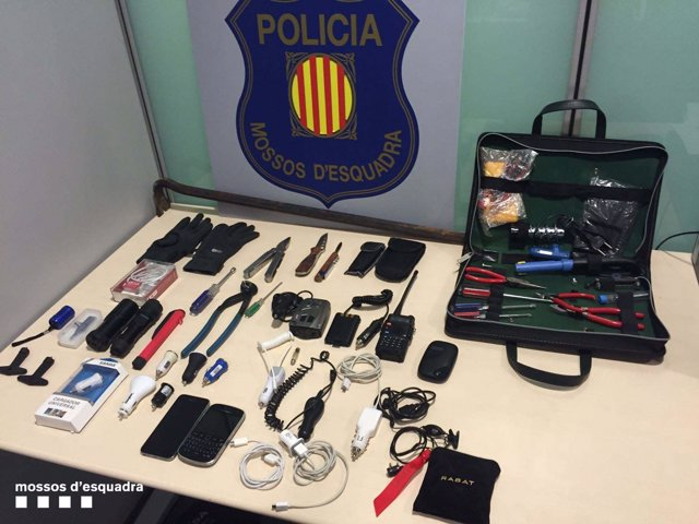 Herramientas e inhibidores usados para robar en vehículos.