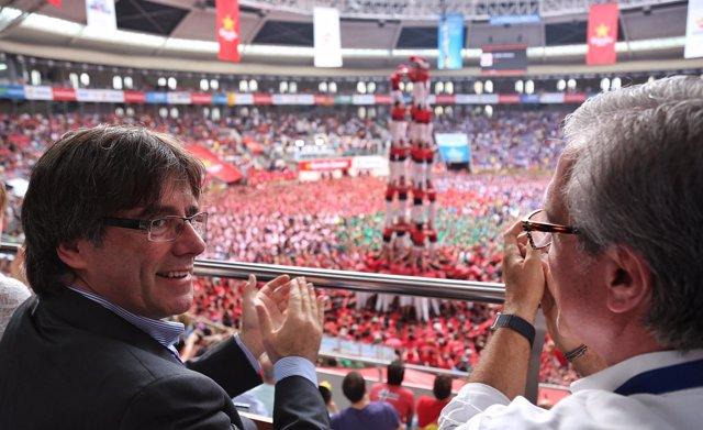El presidente Carles Puigdemont, y el alcalde Josep Fèlix Ballesteros