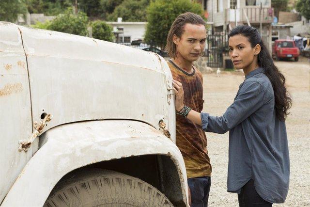 Frank Dillane (Nick Clark) y Danay Garcia (Luciana) en 'Fear the Walking Dead'