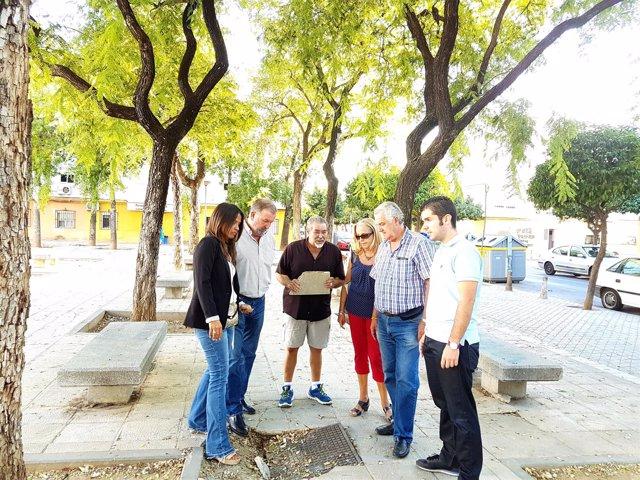 Visita de Evelia Rincón (PP) a la Plaza de la U en San Jerónimo (Sevilla)