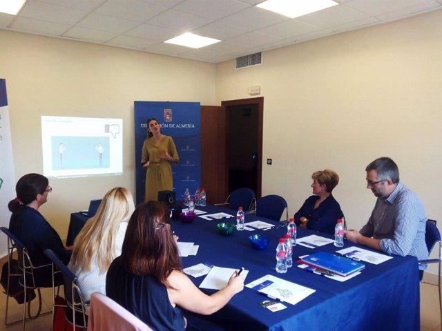 La Diputación de Almería muestra las posibilidades de Internet a empresarios