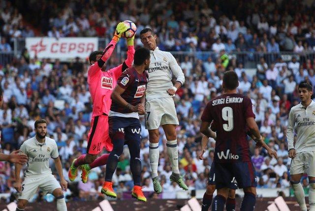 El Eibar prolonga la mala racha del Real Madrid
