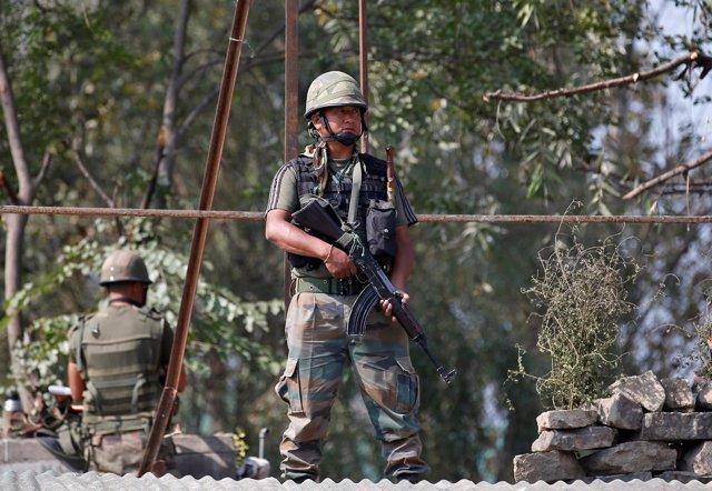 Militares indios en Cachemira