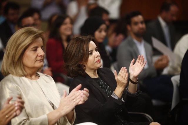 Santamaría y Fátima Báñez en la entrega de los Premios Nacionales de Juventud