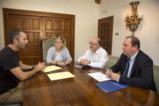 Reunión con representantes del CEE Parayas y Alsa