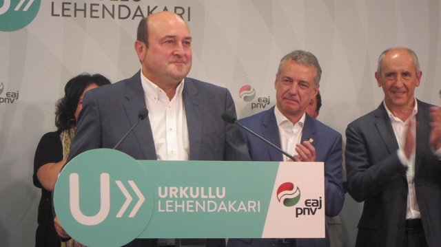 Andoni Ortuzar e Iñigo Urkullu tras la victoria electoral