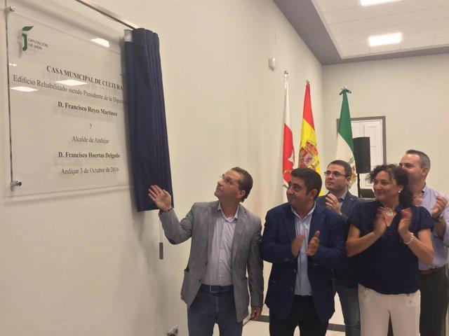 Reyes inaugura la Casa de Cultura de Andújar