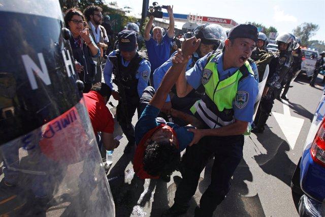 Al menos 12 detenidos en protesta en Honduras