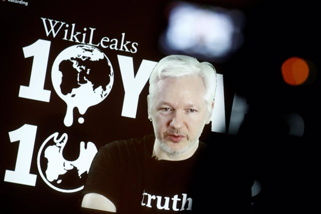 El fundador de Wikileaks, Julian Assange, habla en un acto en Berlín