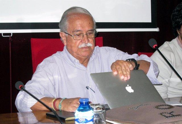 El académico colombiano Gabriel Murillo en la USAL.