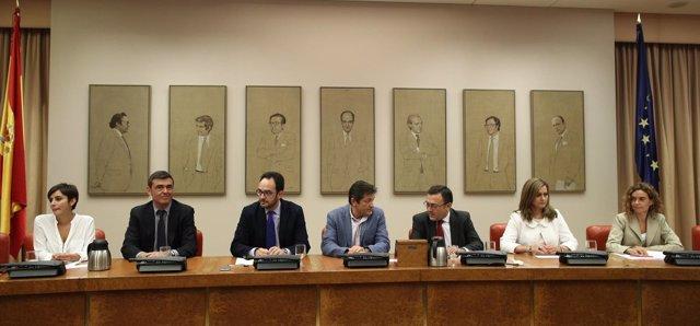 Javier Fernández y Antonio Hernando en la reunión del Grupo Socialista