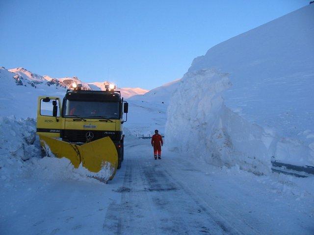 Campaña De Vialidad Invernal En Aragón, Máquina Quitanieves