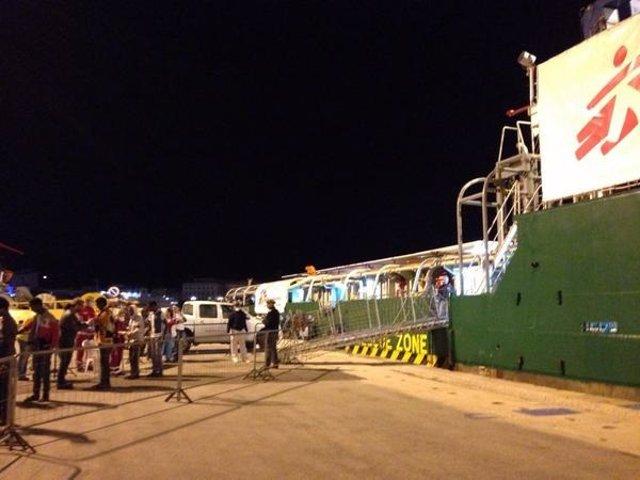 Desembarco de inmigrantes rescatados por MSF