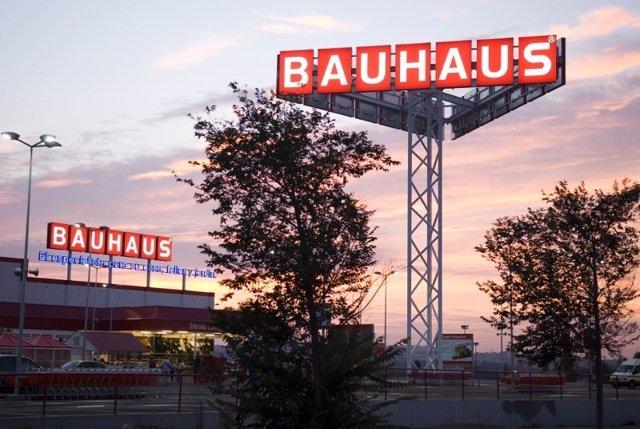Rótulo de la empresa de bricolage y hogar Bauhaus