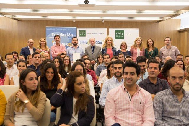 Foto de familia de los jóvenes del programa Praxis.