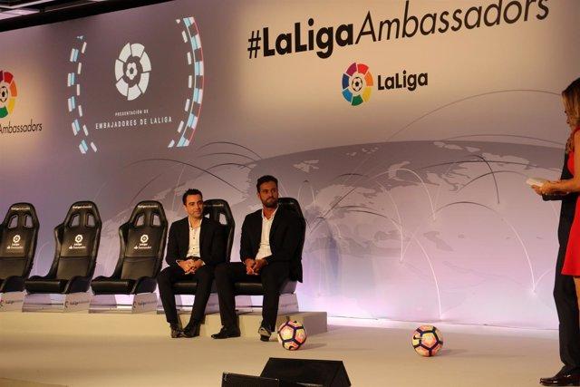 Kiko junto a Xavi en la presentación como nuevos embajadores de LaLiga