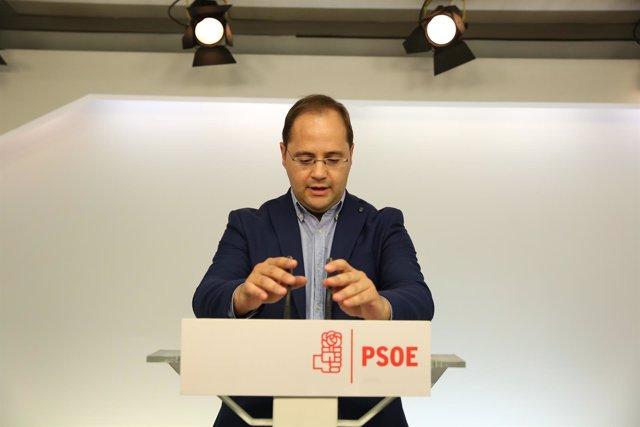 César Luena valora las elecciones gallegas y vascas