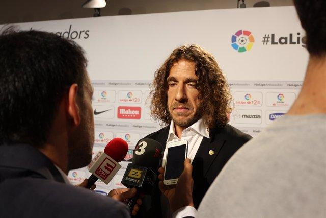 Carles Puyol atiende a los medios
