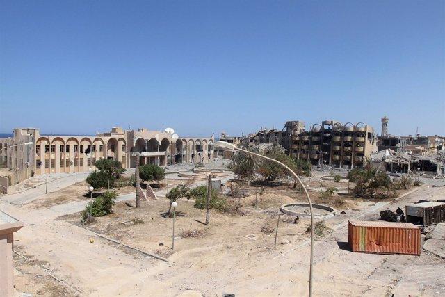 Edificios dañados en la ciudad de Sirte, Libia.