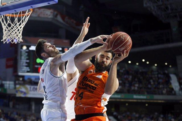 Dubljevic y Rudy Fernández en el Real Madrid - Valencia Basket