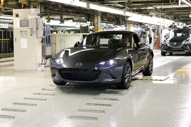 Inicio de producción del Mazda MX-5 RF en Japón