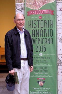 El académico dominicano Rafael Francisco Moya