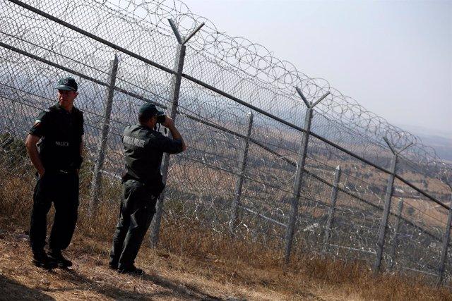 Guardias fronterizos búlgaros en la frontera con Turquía