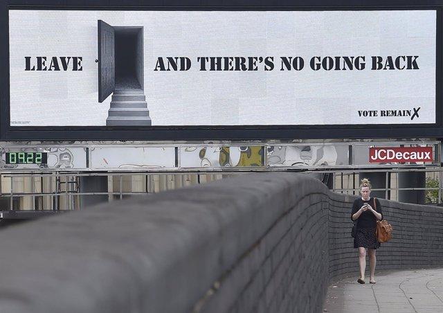 """Cartel contra el Brexit: """"Sal y no abrá vuelta a atrás"""""""