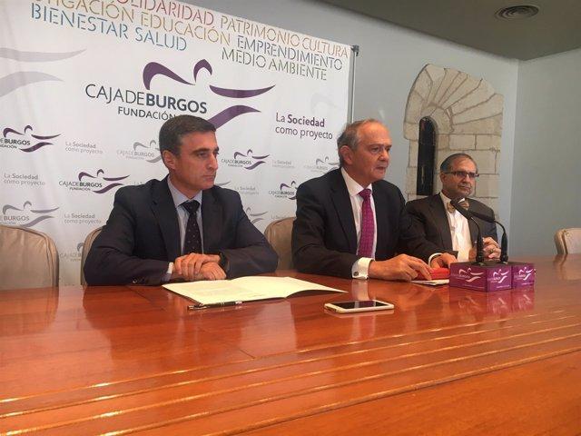 De izquierda a derecha, Rafael Barbero, director general de la Fundación Caja de