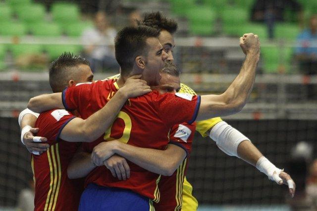 Sergio Lozano celebra el triunfo de España sobre Kazajistán