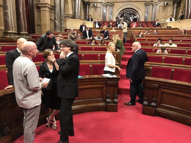 C.Puigdemont, C.Forcadell y diputados de JxSí en el Parlament