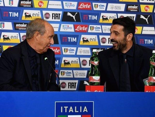 Gia n Piero Ventura y Gianluigi Buffon en sala de prensa